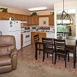 Whispering Pines Vacation Condo Rental, Downtown Pigeon Forge, 451, Mountain View 1 Bed 1 Bath