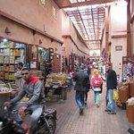comércio em uma das ruas da medina de Marrakesh
