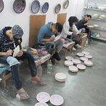 uma das etapas para fazer mosaico com cerâmica