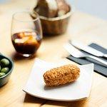 Croqueta de pollo con kimchy / Chicken croquette with kimchy