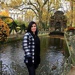 Jardim de Luxemburgo!  Lugar lindo, chovia, fazia frio!  Estava perfeito! Muito bem cuidado, jar