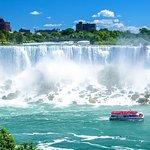 Niagara Falls Tour with Cruise & Lunch in Niagara on the Lake