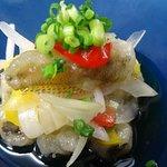 「日本には 一体南海の梅雨があるんだ?」とのお客様よりの質問がよくある。う~ん、梅雨前線&秋雨前線といって季節の変わり目には島国で・・。そんな時にさっぱりとした味わいの一品は「白身魚のマリネ」