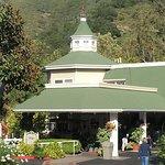 Main entrance into Apple Farm Inn