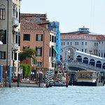 Le pont du Rialto vu du grand canal