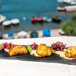Baccalà in tempura su crema di fave e cipolla caramellata