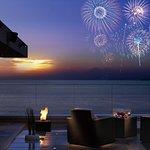 目の前から打ち上がる葉山海岸の花火