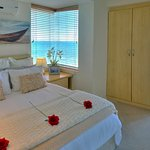 Romantic Seaside Deluxe Suite with sea-view windows all aroung