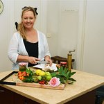Learn to cook with a local in her Diamond Creek kitchen - Traveling Spoon