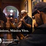 En Casa Del Pan Chiapas es una tradición encontrar música en vivo, con viajeros de todo el mundo