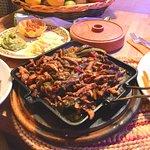 FAJITAS COMBO  Striscioline di carne  marinate in spezie messicane, con cipolle e peperoni accom