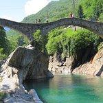 Valle Verzasca Fluss / River - Ponte vecchio