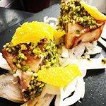 Tataky di pesce spada con pistacchi, finocchi e arancia