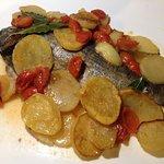 Pescato del giorno al forno con patate
