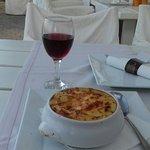 настоящая греческая мусака... и бокал красного вина