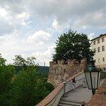 Facciata del Palazzo Lobkowitz, dalla scalinata che sale all'entrata posteriore del Castello.