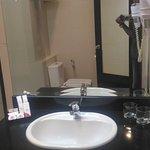 Hair dryer dan tempat cuci muka