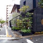 五島の店構え(写真左手方向の道向かいが女子校)