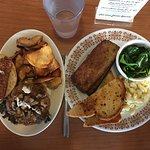 Bacon Ranch Burger, Seitan Neatloaf with Texas Toast, Mac unCheese, Uncle Todd's Greens