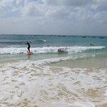Surf sur la plage publique.