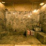 Deluxe Cave Suite Bahtroom