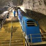 tram naar boven in de berg, gaat 3.500 tredes naar boven