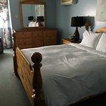 Room 30 Single Queen Bed