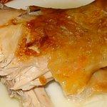 Este es el sabrosísimo lechazo churro I.G.P. recién asado en Arzuaga