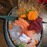 Alles super goed bereid en erg lekker: sashimi, ebi tempura, pekingeend, surf en turf, teppan be