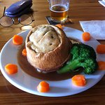 Steak and Ale Pie. (There's a huge stack of excellent mash hidden under that there pie, borh!)