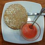 Tostada de aceite y tomate en pan multicereales