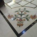 Piso com mármores de várias procedências: italiana, francesa....
