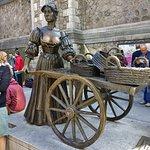 Molly Malone Statue resmi