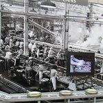 Logo na entrada, há a história da fabricação de sardinhas em lata