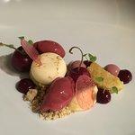 Dessert sur le thème de la cerise