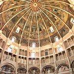Seasonal frescoes and sculptures