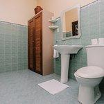 Garden-view Deluxe bathroom