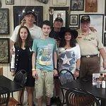 Meine Familie mit dem Besitzer hintere Reihe in der MItte