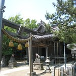 鳥居と神社全景