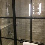 מקלחת בחדר ליחיד