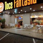 Situada junto à estrada nacional 247 entre a Vila da Lourinhã e a Cidade de Peniche.