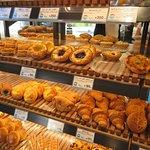 HOKUO Bäcker (gegenüber des Haupteingangs)
