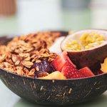 Acaï Bowl avec granola et fruits frais