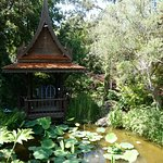 asiatischer Tempel am Teich