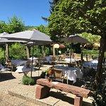 A la belle saison profitez de notre belle terrasse aux parfums de Provence !