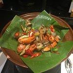 ปูผัดพริกไทยดำ หอมเครื่องเทศ อร่อยที่เนื้อปูสดและแน่นครับ