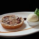 Rhubarb and cinnamon pie (321218090)