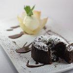 Molten chocolate cake (321218199)