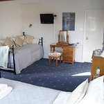Room 5, flexible room, seating, 1 or 2 single beds!