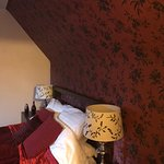 Bannerman Bed and Breakfast : Compact, but modern & well equipped bathroom